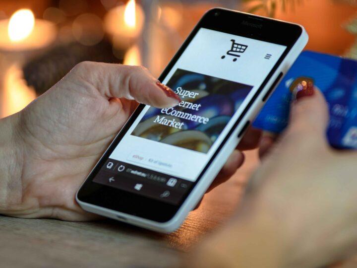 Rivincita dei negozi di quartiere e boom di e-commerce e delivery